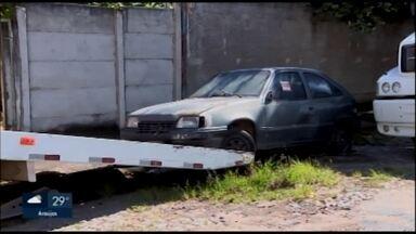 Settrans remove veículos abandonados nas ruas de Divinópolis - Levantamento da pasta apontou 23 veículos em situação irregular; 14 foram regularizados.