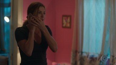 Gabriela revela que Marcos foi preso - Paloma tenta falar com Marcos e fica transtornada com a notícia
