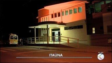 Jovem é esfaqueada durante tentativa de roubo em Itaúna - Um dos assaltantes foge pela janela do passageiro.