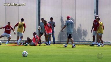 Eduardo Coudet intensifica treino com jogadores do Inter - Assista ao vídeo.