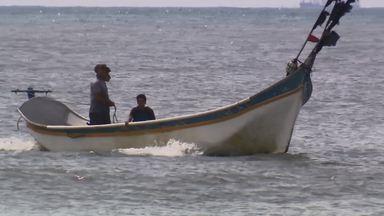 Pesca artesanal é herança de gerações das famílias do litoral (parte 3) - Em muitas comunidades a família toda ajuda no preparo das redes, na pesca e na venda do peixe.