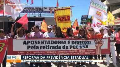 Servidores estaduais fazem protesto em frente à sede da Assembleia Legislativa da Bahia - Manifestação aconteceu na manhã desta segunda-feira (13), em Salvador.