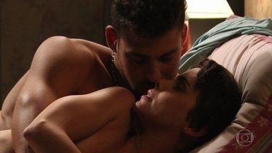 Jorginho e Nina passam a noite juntos - Jorginho se declara e diz que Nina é sua mulher