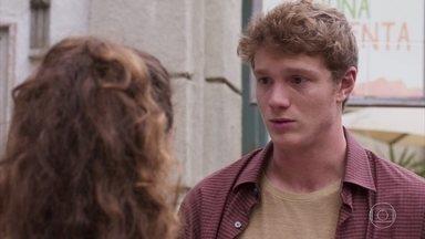 Filipe afirma a Rita que jamais deixará de gostar dela - Rita diz que o filho de Lígia a desrespeitou de diversas formas, mas acaba cedendo ao beijo do amado novamente