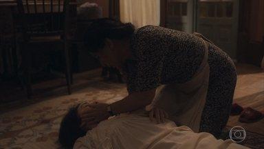 Lola socorre Clotilde - Ela vê que a irmã está ardendo em febre