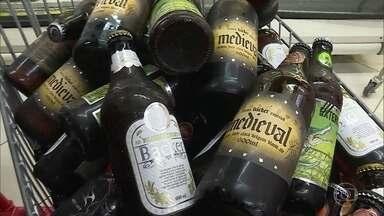 Governo determina que cervejaria Backer faça campanha sobre cervejas contaminadas - O secretário Nacional do Consumidor diz que a cervejaria terá que repassar ao Ministério da Justiça detalhes do alcance da campanha, que deverá informar à população os pontos de vendas, a quantidade de cerveja contaminada e os consumidores em risco.