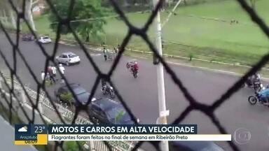 Flagrante de racha em Ribeirão Preto - Carros e motos fazem manobras e andam em alta velocidade em rua residencial.