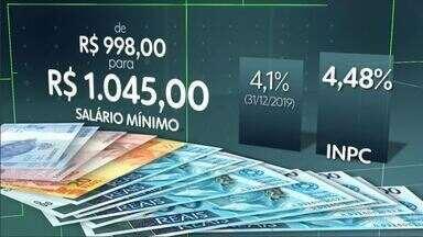 Governo anuncia salário mínimo a R$ 1.045 a partir de fevereiro - Salário mínimo já havia sido reajustado de R$ 998 para R$ 1.039 em janeiro. Mas INPC ficou em 4,48%, acima dos 4,1% que o governo levou em conta para reajustar o mínimo há 15 dias.