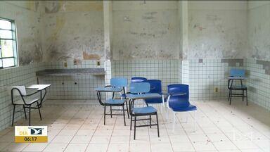 Escola em terra indígena sofre pela falta de infraestrutura no Maranhão - Estrutura precária de uma escola na terra indígena Araribóia foi um dos problemas apontados pelos índios durante a visita da Comissão de Parlamentares e representantes dos Direitos Humanos na aldeia.