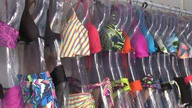 Comércio de Caraguá lucra com moda praia - Cidade cheia de turistas aproveita para lucrar.