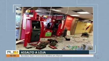 Bandidos fazem funcionários reféns depois de invadirem loja em Maricá, no RJ - Criminosos ainda não foram encontrados.