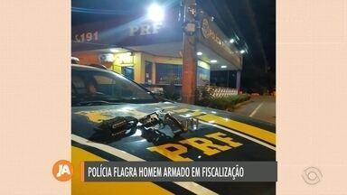 Homem é preso por porte ilegal de arma de fogo em Caxias do Sul - Apreensão aconteceu na madrugada desta quarta-feira (15).