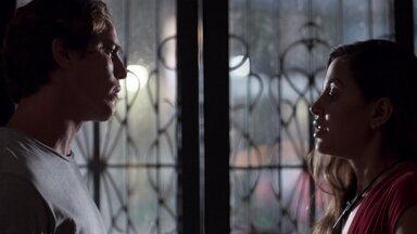 Leila pede uma nova chance a Rui - Temendo que Rui use de violência, a estudante promete que conseguirá separar Filipe de Rita