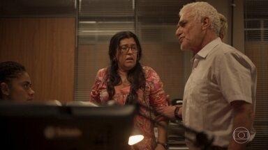 Lurdes confronta Gilberto - Miriam tenta acalmar os ânimos na delegacia