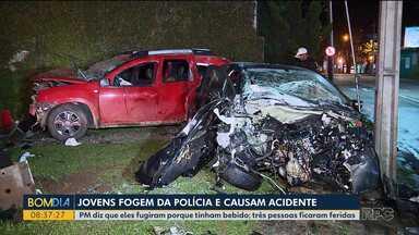 Motorista fura cruzamento e bate em outros dois carros e numa moto - Polícia afirma que ele estava fugindo de uma abordagem porque tinha bebido.