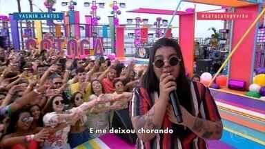 Yasmin Santos canta 'Para, Pensa e Volta' - A cantora anima todo mundo no palco do 'SóTocaTop'