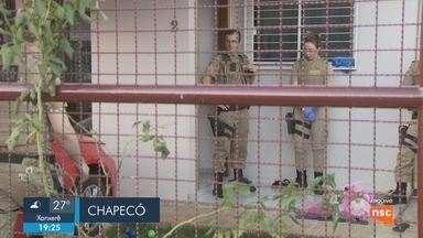 Giro de notícias: Morre idosa que foi agredida dentro de casa em Chapecó; filho é suspeito - Giro de notícias: Morre idosa que foi agredida dentro de casa em Chapecó; filho é suspeito