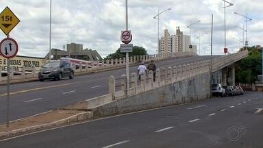 Obras começam em viaduto da região central de Rio Preto - Segundo a prefeitura, obras no viaduto Abreu Sodré, que liga as avenidas Alberto Andaló e Philadelpho, serão realizadas por quatro meses; não haverá interrupção do trânsito.