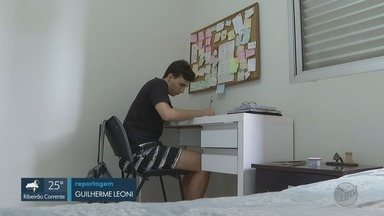 Estudante de Ribeirão Preto tira nota 1 mil na redação do Enem - Jovem é um dos 53 alunos de todo o país a conseguir nota máxima na produção de textos da prova em 2019.