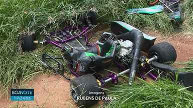 Piloto morre depois de bater kart em avenida de Londrina - Peritos investigam o acidente, o motorista pilotava o kart em uma avenida, o que é proibido.
