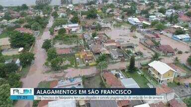 São Francisco de Itabapoana, RJ, tem ruas alagadas - Por conta do alagamento, programação de verão deste fim de semana foi cancelada.