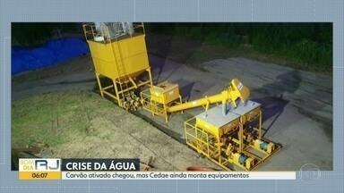 Cedae confirma chegada do carvão ativado, mas equipamento ainda está em montagem - Empresa ainda não tem prazo para novo equipamento entrar em funcionamento. A previsão é de que ainda essa semana já esteja instalado.