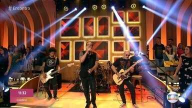Biquini Cavadão canta 'Janaína' - Banda lança clipe com participação de Péricles