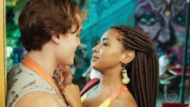 Thiago se preocupa com a intimidade excessiva entre Milena e Daniel - Jaqueline fica irritada ao ouvir o namorado dizer que Daniel deve ser mais cuidadoso com Milena por ela ser surda