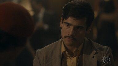 Alfredo pede dinheiro emprestado para Adelaide - Ele conta que foi demitido e explica o motivo para Adelaide, que fica revoltada