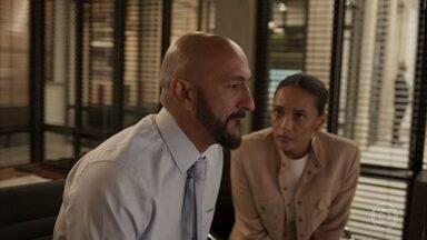 Vitória tenta convencer Álvaro desistir do terreno da escola - O empresário é irredutível e diz que vai usar sua influência para cortar a luz e o gás da escola
