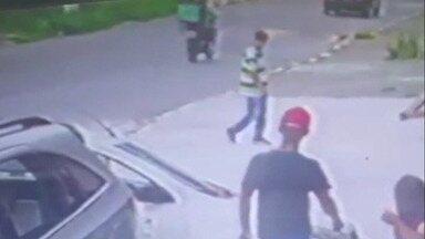 Polícia procura por homens suspeitos de participação em tentativa de assalto em Poá - O crime aconteceu na Vila Áurea e a tentativa de assalto terminou com a morte de um homem.