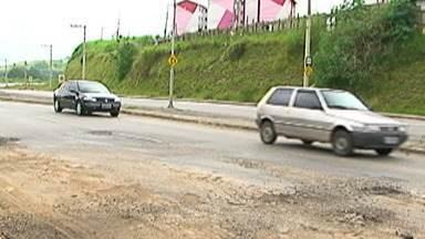 Prefeitura de Mogi protocola solicitação de recursos para Avenida Engenheiro Miguel Gemma - A Prefeitura de Mogi das Cruzes informou que já protocolou, junto ao Governo Federal, uma solicitação de recursos para a recuperação da avenida, que faz a ligação de Mogi com a Rodovia Mogi-Salesópolis.