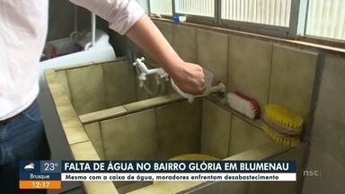 Moradores do bairro da Glória, em Blumenau, reclamam de oscilação no abastecimento - Moradores do bairro da Glória, em Blumenau, reclamam de oscilação no abastecimento