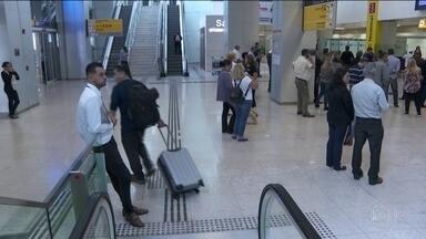 Nos aeroportos brasileiros começam os alertas sonoros sobre coronavírus - Anvisa se reuniu com companhias áreas para agilizar ações quando houver casos suspeitos. Teste rápido para detectar novo coronavírus deve chegar ao Brasil em breve.