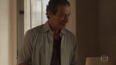 Januário vai à casa de Lurdes - Lurdes se surpreende com a visita