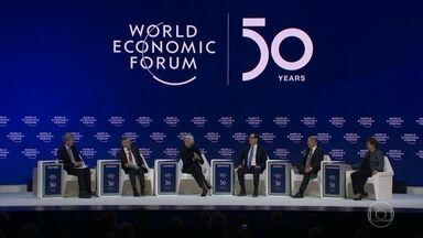 """Fórum Econômico Mundial é marcado pelos debates sobre as questões ambientais - O Fórum teve no último dia um painel com as principais autoridades financeiras do mundo reunidas. Após o fim do FEM, a ativista Greta Thunberg realizou um protesto em Davos das """"sextas-feiras pelo futuro""""."""