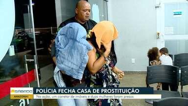 Casa de prostituição que explorava adolescentes e fornecia cartão fidelidade é desativada - Duas mulheres e um homem foram presos. Local funcionava no bairro Parque Dez de Novembro, na Zona Centro-Sul da capital.
