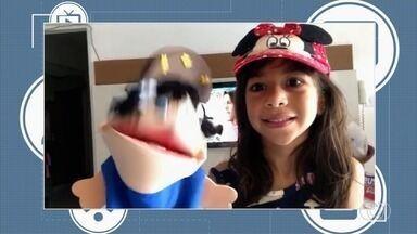 Menina e boneco chamam o intervalo do Bom Dia Goiás - Mensagens podem ser enviadas por Whatsapp, QVT e redes sociais.