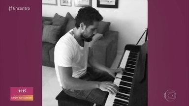 Rafael Cardoso conta que gosta de tocar piano - Ator também toca outros instrumentos