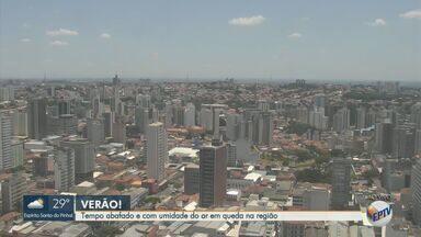 Confira a previsão do tempo para Campinas e região nesta segunda-feira (27) - Cidades devem ter dia abafado e com baixa umidade do ar. Em Campinas (SP), máxima chega a 30º C.