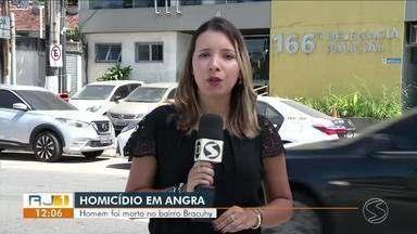 Homem é executado a tiros dentro de casa em Angra dos Reis - Crime aconteceu na Rua das Bromélias, em uma localidade conhecida como 'Casinhas', no bairro Bracuí. Vítima é Horácio Barbosa da Silva, de 43 anos.