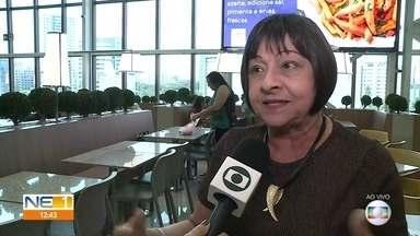Médica explica como prevenir e tratar cravos e espinhas - Hebiatra Sônia Tavares também fala sobre o uso de medicamentos para resolver o problema.
