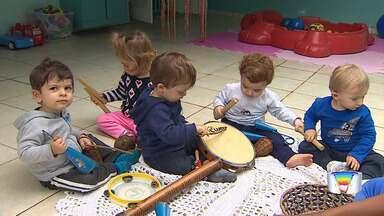 Música ajuda no desenvolvimento de crianças e adolescentes - Confira na reportagem como a música auxilia no desenvolvimento.