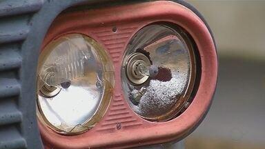 Prefeitura de Andradina realiza ação para recolher carros abandonados na cidade - Foram encontrados pelo menos 100 veículos abandonados, o intuito da ação é diminuir criadouros de dengue; os donos serão notificados.