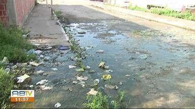 Vazamento de água causa desperdício no São João da Escócia - Segundo os moradores o desperdício ocorre há dois anos, sempre que chega água.