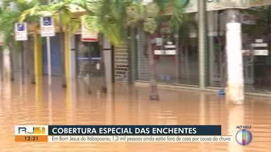 Em Bom Jesus do Itabapoana, pessoas estão fora de casa por causa da chuva - Cidade foi a primeira a ser atingida pela chuva.