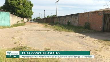 Moradores da rua Antônio Vieira da Silva cobram finalização de obra na via - O serviço de asfaltamento da rua não foi concluído no bairro Santa Luzia