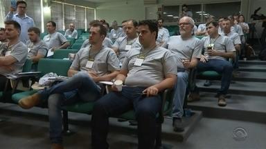Caravana busca orientar agricultores sobre a produtividade e o lucro no campo - Programação estadual começou hoje em Cruz Alta.