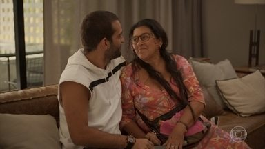 Lurdes pede ajuda a Sandro para defender Magno dentro da prisão - O rapaz tranquiliza a babá, que lamenta por ele retomar o contato com os amigos criminosos