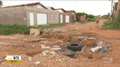 Chuva causa problemas aos moradores em Balsas - Algumas ruas ficaram intransitáveis por conta da enxurrada que prejudicou até o acesso às casas.
